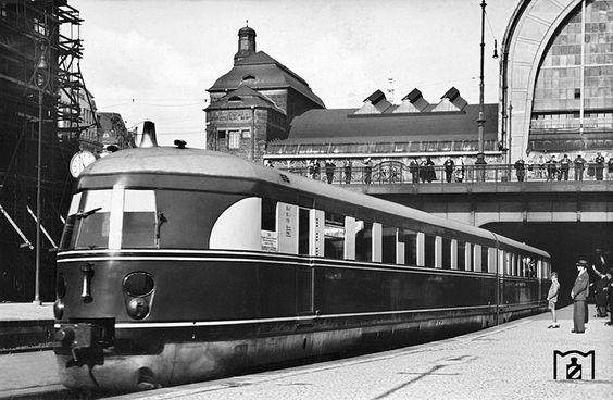 """SVT Bauart Hamburg als """"Fliegender Koelner"""" Hamburg Hbf 1939"""