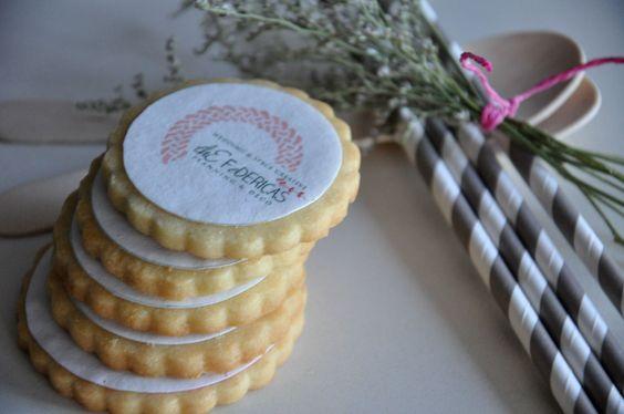 ¿Quiéres sorprender? TheFedericas te da las claves para hacerlo de manera original y muy personalizada. No te pierdas nuestro post.  http://www.thefedericas.com/galletas-para-the-federicas/    #eventos #bodas #mesasdulces #candybar #loveissweet #sweet #galletaspersonalizadas #cookies #lifestyle #TheFedericas #weddings