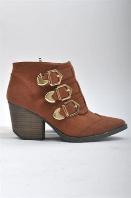 Newton Boot: These boots are AAAmazing. We can invision these with everyting from our summer levi´s cutoffs to floral dresses. Rust faux suede. Three gold buckles and inner zipper. 2.5 inch heel