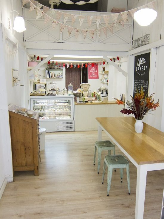 Bakeries carrot cakes and a small on pinterest - Small spaces decorating ideas concept ...