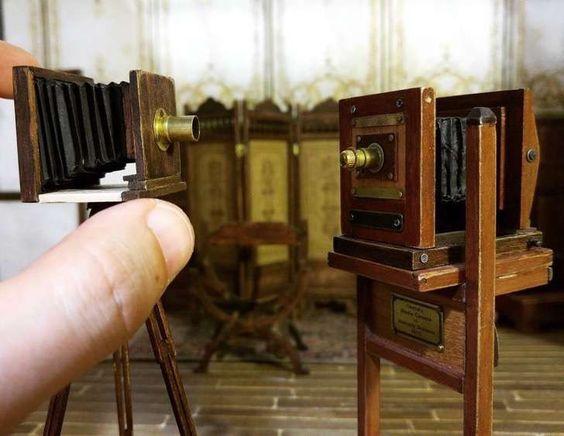 Construyó un estudio fotográfico de 1900 en miniatura para honrar un trabajo que ya no existe