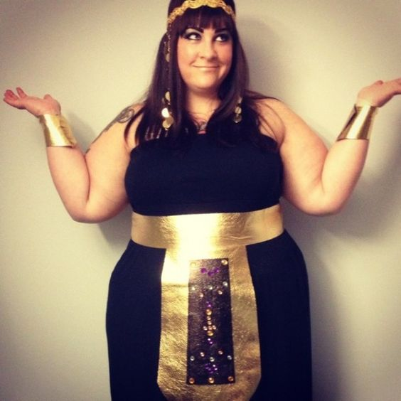 Easy DIY, no-sew Cleopatra Halloween costume