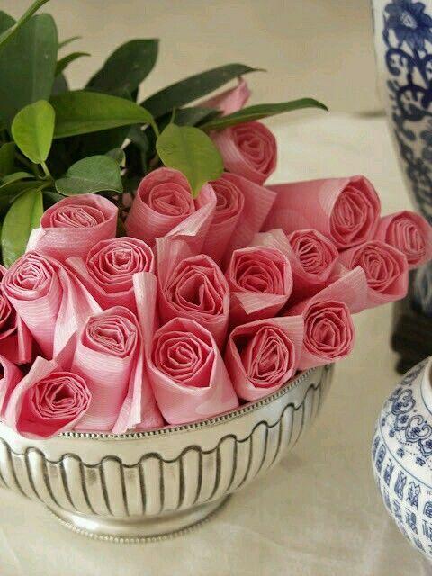 Perfecta presentación de servilletas en forma de ramo de rosas