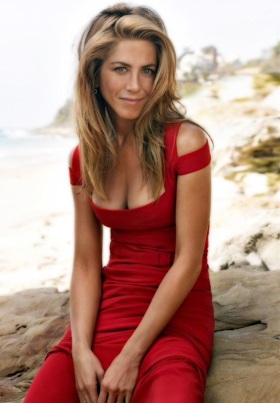 Jennifer Aniston en robe rouge