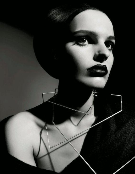 "stormtrooperfashion:  ""Beauty""by Emma Summerton for Vogue Italia, August 2014  O quanto eu amo joias gráficas?"
