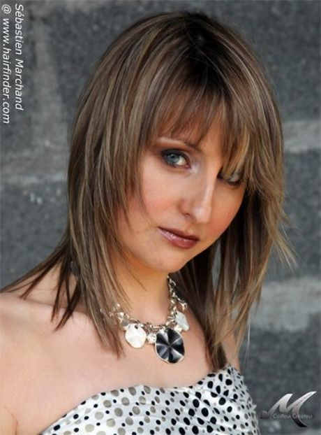 medium hair styled feathered hairstyles feather cut and hairstyles on 2132