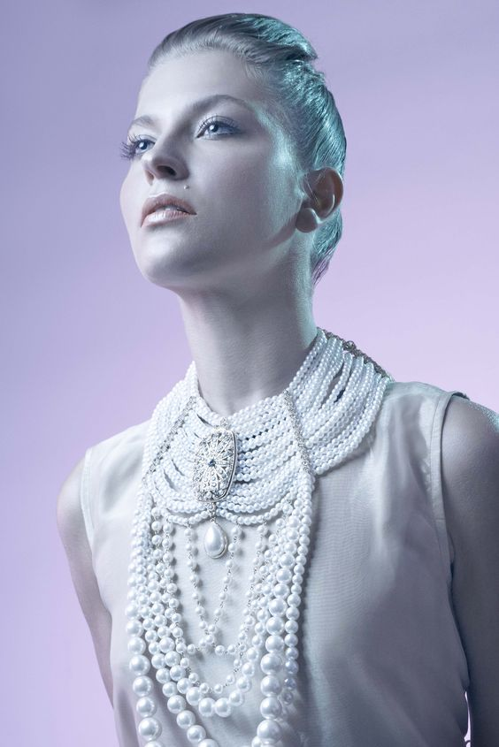 Coordinación de moda: Sar Torres Foto:Jorn Vargas Modelo: Wlada Accesorios: MJ Accesorios Moda: Viejo Amor M.U.A & Hair: @image_spa https://www.facebook.com/SarTorres?fref=photo #beauty #joyas #collares #jewellry #belleza #makeup #stylist #moda #fashion #night #frozen #invierno #winter #vestidosdenoche  #dress