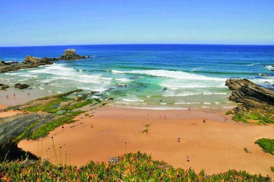 Zambujeira do Mar, Alentejo, Portugal - Integrada no Parque Natural da Costa Vicentina e Sudoeste Alentejano, a Praia da Zambujeira do Mar está rodeada por falésias altas, de onde se pode apreciar um deslumbrante panorama sobre o oceano. Banhada por um mar de ondulação forte, com boas condições para a prática de surf e bodyboard, a praia está situada junto à povoação da Zambujeira do Mar, com acesso direto. Muito concorrida durante o verão, esta região regista uma enorme afluência de jovens…