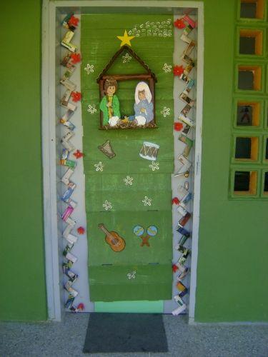 Puertas and navidad on pinterest for Puertas decoradas navidad material reciclable