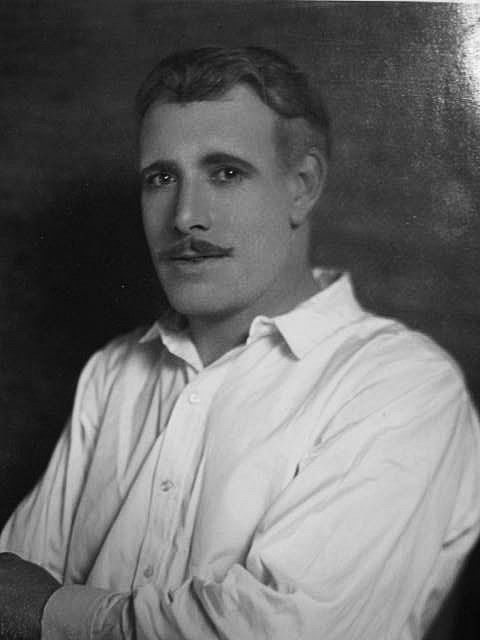 A much younger Lewis Stone before his Judge Hardy years.  Doesn't even look like the same person.  He was handsome.  At first I thought this was another actor John Boles (of Stella Dallas fame).