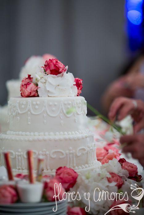 wedding dessert buffet decoration, strawberry, roses, sweet buffet