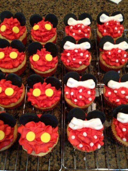 Mickey and Minnie cupcakes So simple yet so cute Partyshower