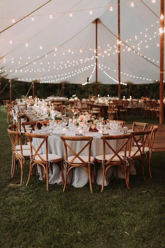 Herbst Tented Hochzeitsfeier. Blumen von launischen Hochzeiten. www.whimsy-weddi #weddingideas Herbst Tented Hochzeitsfeier. Blumen von launischen Hochzeiten. www.whimsy-weddi...