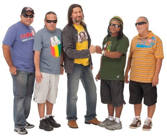 """Banda faz show de lançamento do álbum """"Pedra de Salão""""."""