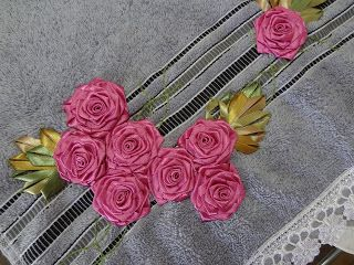 LOY HANDCRAFTS, TOWELS EMBROYDERED WITH SATIN RIBBON ROSES: UM LINDO DIA ABENÇOADO.