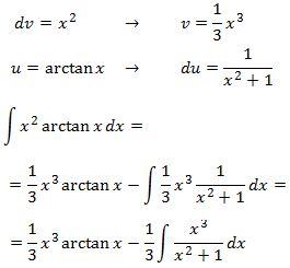 resolvemos la integral del producto x al cuadrado por el arctangente de x aplicando integración por partes