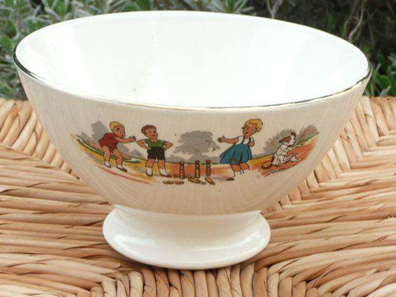 RARE BOL ANCIEN  DIGOIN SARREGUEMINES  DECOR TOURNANT D  ENFANTS  FRENCH BOWL