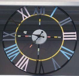 Horloge vintage colorée