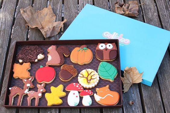 Pack grande de 20x30 cm galletas de vainilla y mantequilla, decoradas con glasa artesana. El pack contiene 15 galletas de otoño, un erizo con el cuerpo de virutas de chocolate, una ardilla, una calabaza, un buho, una hoja, una manzana,un a bellota,un árbol, una hoja , una mama ciervo y cervatillo y dos setas y un zorrito. Árbol de otoño, zorrito y seta diseño de @fiestasmolonas  http://www.galletea.com/galletas-decoradas/otono/init/d/290/