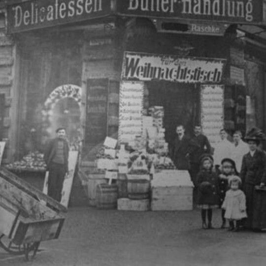 Feinkostqeschäft Wielandstr 31, Ecke Hedwigstr um 1910.