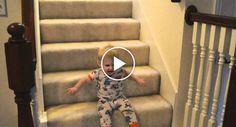 Bebé Ri à Gargalhada Após Descobrir Nova Forma De Descer As Escadas http://www.funco.biz/bebe-ri-gargalhada-apos-descobrir-nova-forma-descer-as-escadas/