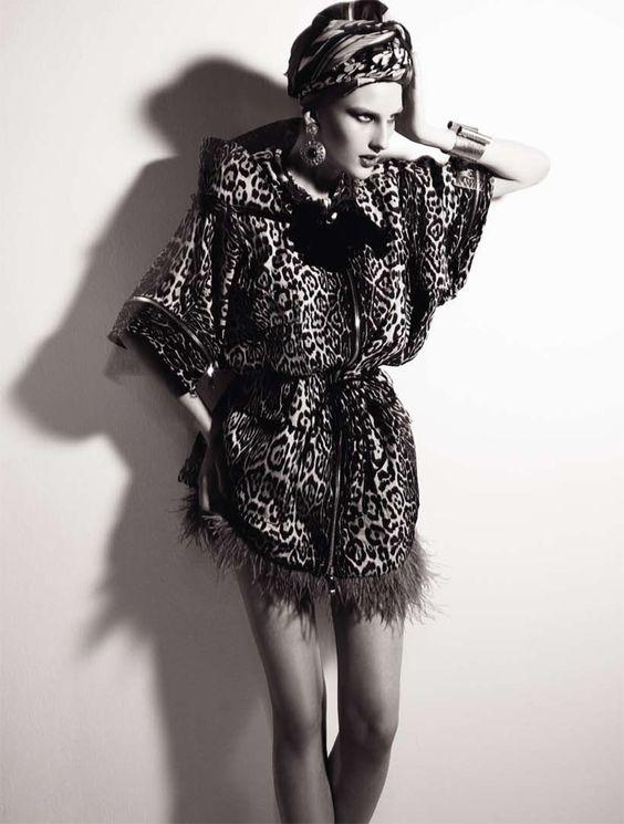 Kátia Selinger by Fábio Bartelt for Elle Brasil | blury moviment print