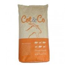 CHÈVRE NAINE, aliment complet pour chèvre naine et mouton à distribuer à hauteur de 150 à 300 grammes par animal et par jour. Tenir en permanence de l'eau fraîche pour les animaux.