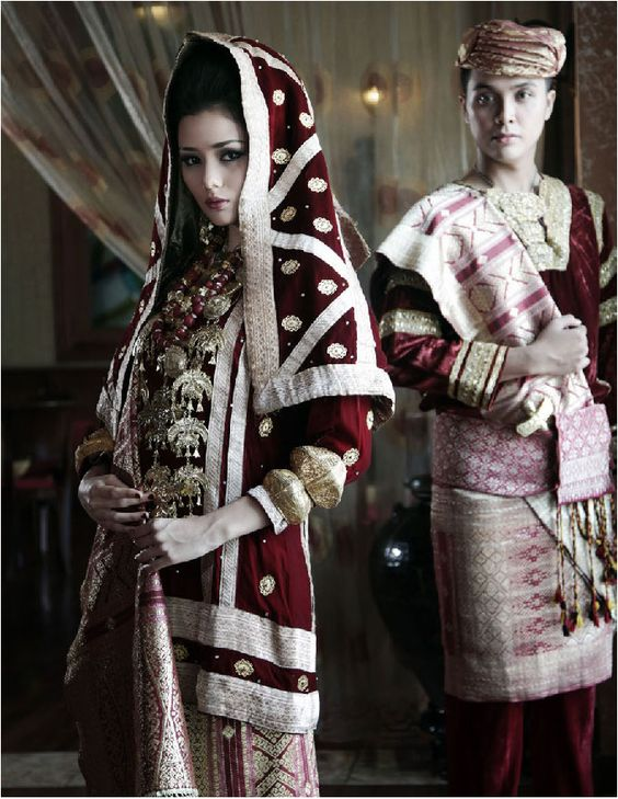 Костюм за сватба Кото Гаданг, Западна Суматра