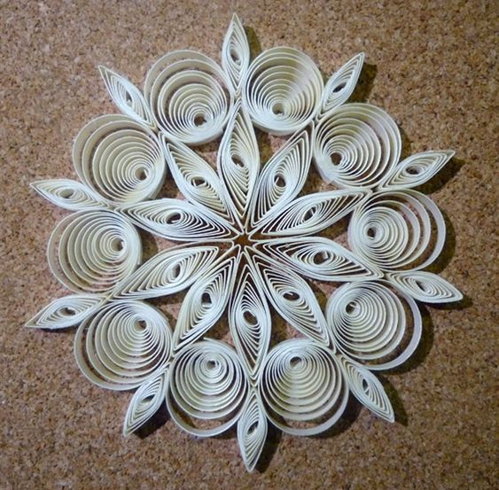 quilled christmas decoration n 2 step by step by. Black Bedroom Furniture Sets. Home Design Ideas
