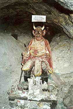 Una representación de la imagen del Diablo en la región andina conocido como El Tío de las minas de los Departamentos de Oruro y Potosí, Bolivia