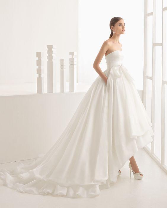 Imagen 120 Vestido clásico de volumen con cuerpo de raso algodón en palabra de honor y falda de | HISPABODAS