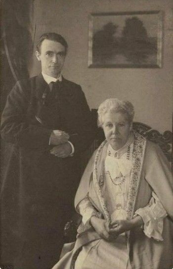 Rudolf Steiner in 1907 with Annie Bessant.