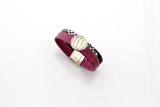 Bracelet Cuir souple Framboise et Cuir Violet motif écaille passant rond stylisé…