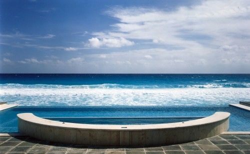 I consider this image to represent my holy trifecta of water at home: a dipping spa, an infinity pool and an ocean right at my fingertips. Whoever lives here must have the most amazing tan. #houzz