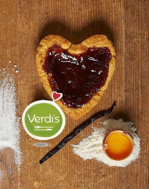 Cerchi una merenda sana e gustosa per il tuo bambino? Prova le nostre crostatine con marmellata di stagione e una deliziosa frolla con olio extravergine ; ) Buon sabato <3  Looking for a healthy and delicious snack for your child? Try our seasonal tarts with delicious pastry with olive oil ; ) Enjoy your Saturday <3 #food #tart #verdis #sanoappetito #healthy #snack #milan #expo #love #good #seasonal #foodie #vegetarian #foodie #crostata #sabato #milano #foody