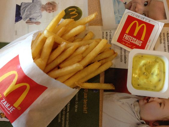French fries with Dutch frietsaus at Mc Do's.
