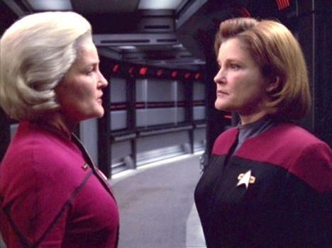 Captain janeway future visits present voyager addict for Mirror janeway