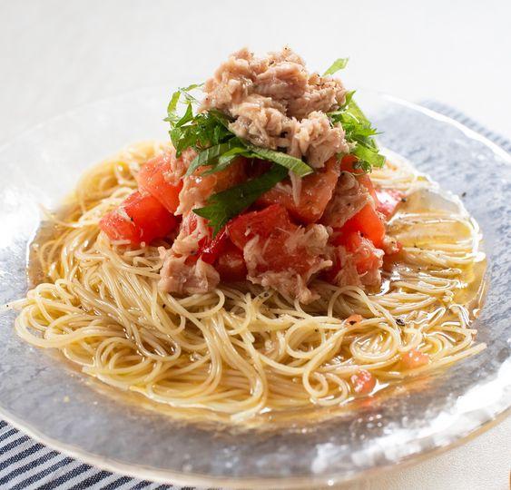 美味しそうなトマトとツナの冷製パスタ・スパゲッティー