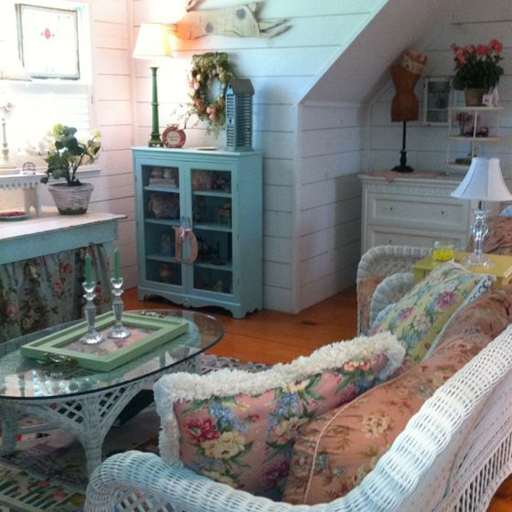 Guest house living room!: Charismatic Cottage, Unbelievable Rooms, Guest House, Attic Decor, Cottage Living Rooms, Camille S Cottage, Cozy Rooms, Cottage Homes, Carriage House