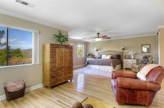 1118 Royal LN, SAN CARLOS, CA 94070 $ $1,298,000 www.laurabertolacci.com MLS#81501429