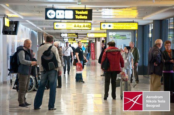 """Na beogradskom aerodromu """"Nikola Tesla"""" medicinske ekipe popodne su počele da mere temperaturu putnicima, u okviru predviđenih mera za eventualno pojavljivanje virusa ebole u Srbiji"""