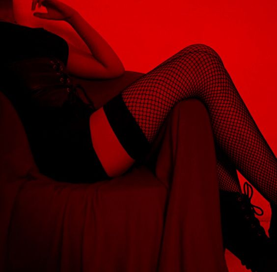 𝒫𝒾𝓃𝓉ℯ𝓇ℯ𝓈𝓉 𝓂ℴ𝒸𝒽𝒾𝒾𝓉𝒶ℯℯ༺#devil #red #aesthetic #costume #quotes #mask #satan #horns