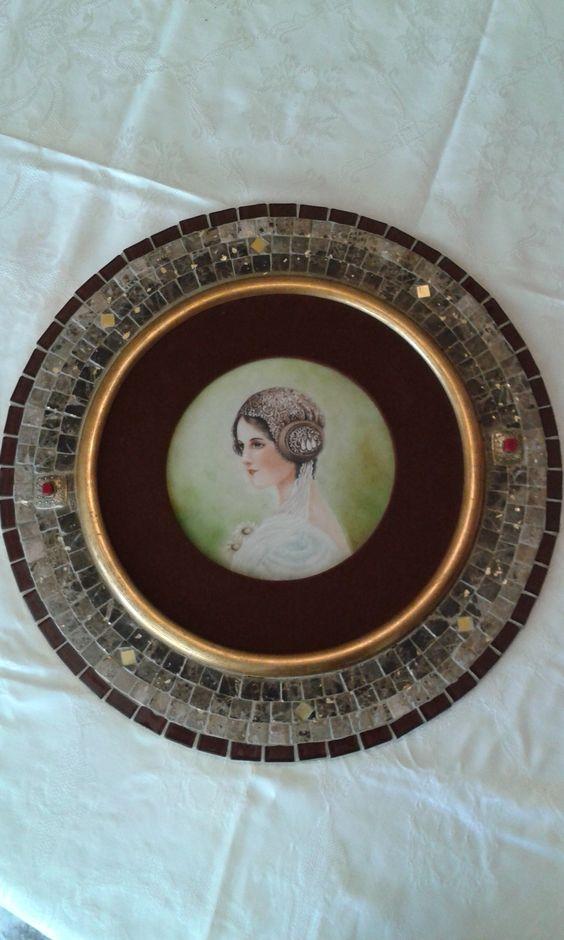 Pintura em placa de porcelana feita por minha mãe e montagem de moldura em mosaico feito com mármore.