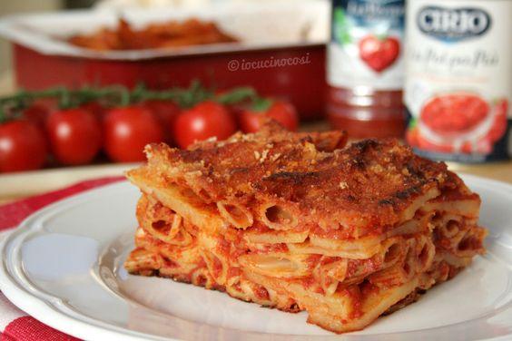 La pasta e patate ara tijeddra è un primo piatto tipico cosentino, particolare perchè gli ingredienti vengono messi tutti a crudo nella teglia.