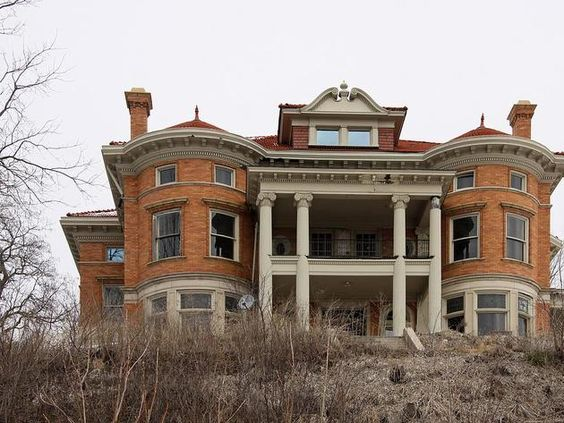 Exterior Iconic Mansion In Davenport Iowa Photo By Keller Williams Realty