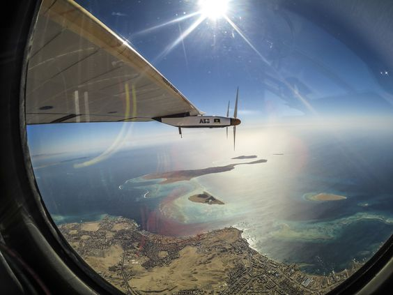 Solar Impulse travelling around the globe without fossil fuel (4000x3000)