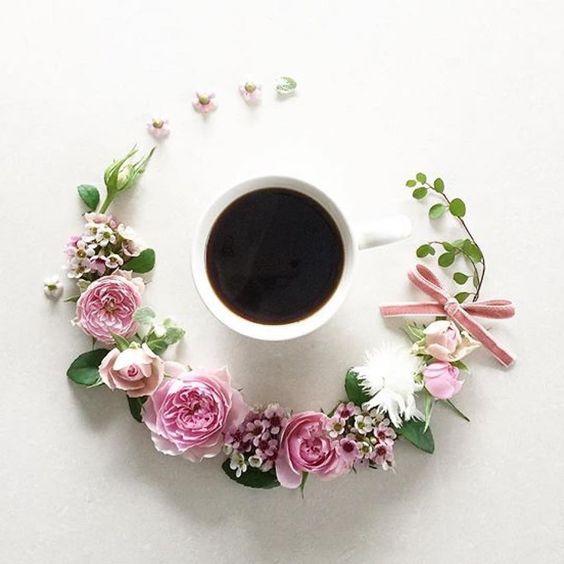 Goodmorning #cosmogirl #breakfast #caffè #morning #café #instamorning #flowers #loveit #art #instart #instartist #monday @la_fee_de_fleur