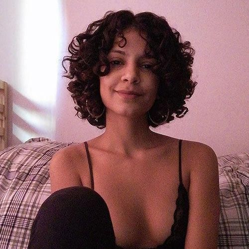 Short Curly Hair For Round Face Hairstylesforshortcurlyhair Curly Hair Styles Curly Hair Styles Naturally Short Curly Haircuts