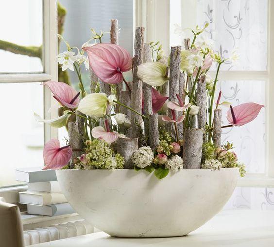 Stilleven. Roze wit/groene Anthuriums gecombineerd met Eucharis en Lisianthus. Een genot voor het oog.: