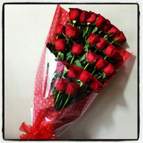 Ramo Con 24 Rosas Rojas Ramos De Flores Rosas Arreglos Florales Diy Arreglos Florales Creativos
